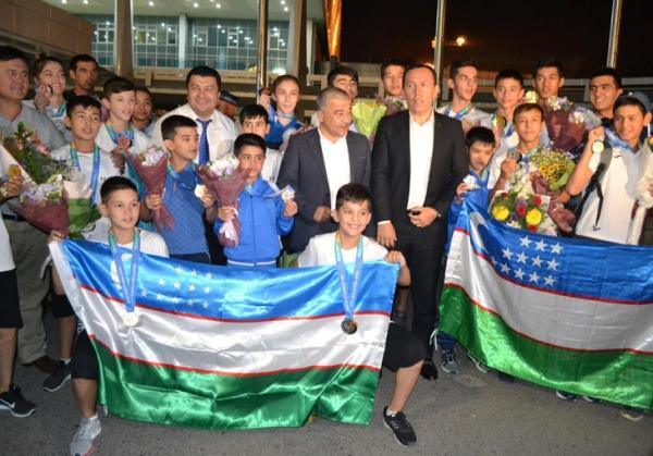 Узбекские таэквондисты вернулись в Ташкент с медалями